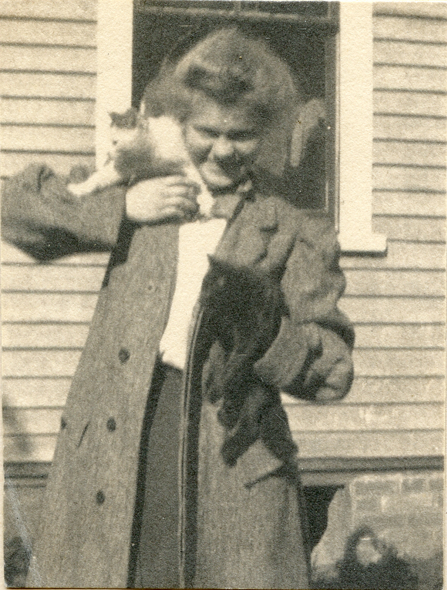 Nell Rebecca (Carroll) Thornton with Minnie and Moses at Houlton, Maine
