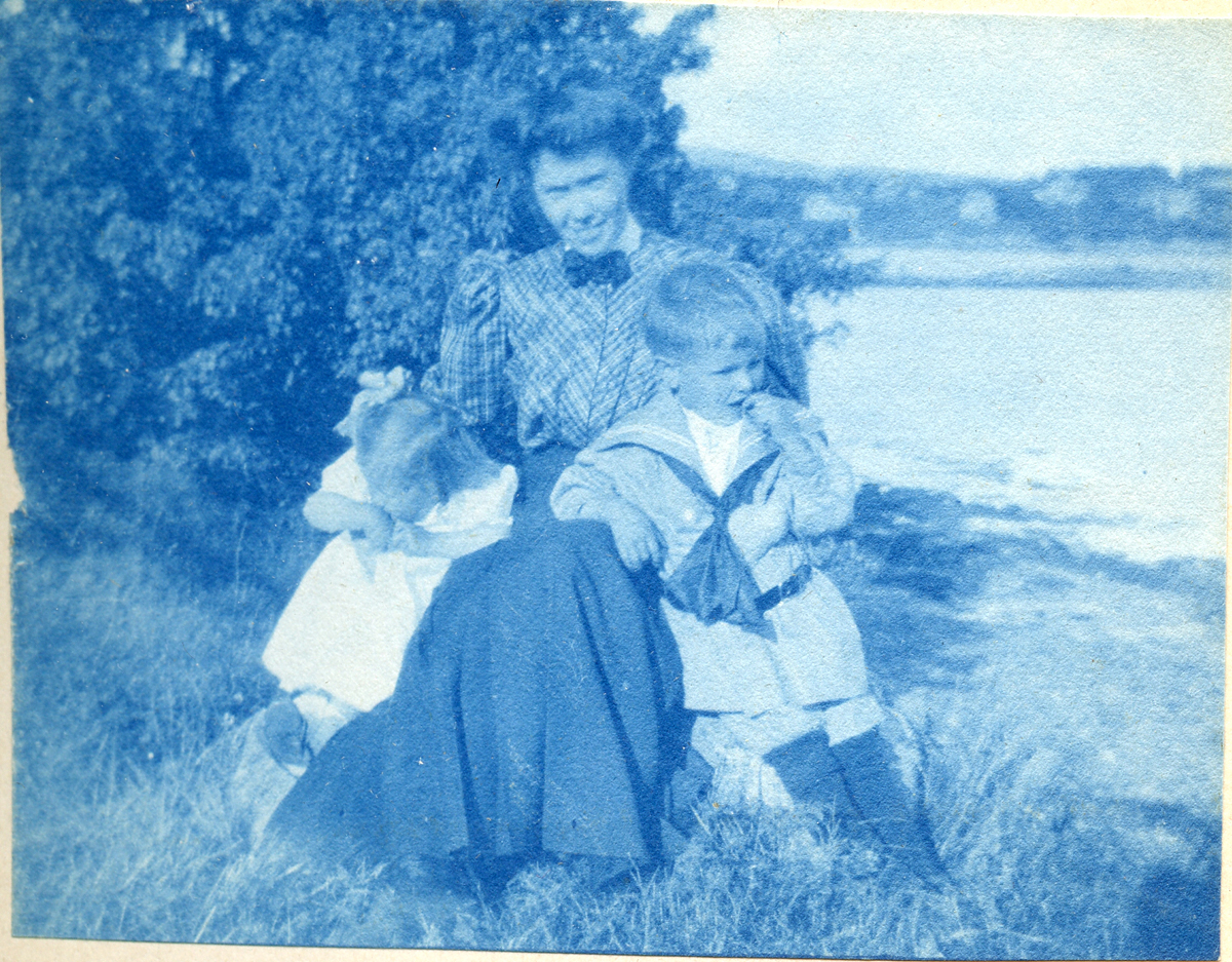 """Katherine """"Kate"""" Carroll, later Mrs. George Edwin Bacon - with niece and nephew"""