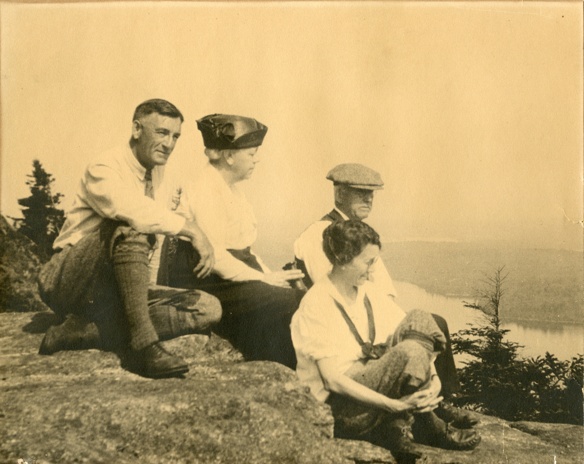 Olaus L. and Jeannette Nettie May (Greening) Mills with Frank E. and Grace (Ludwick) Poland