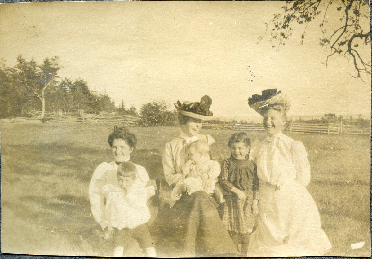 Nell, Grace, and Viola Carroll and Children