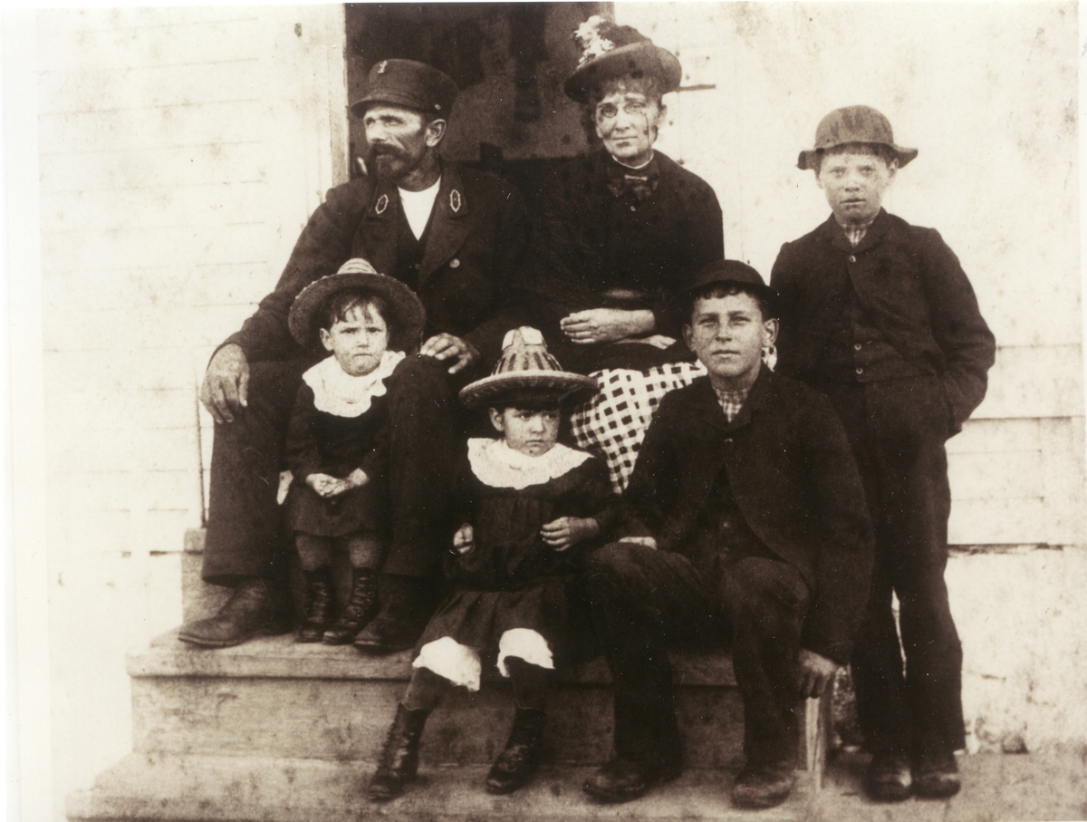 Keeper Roscoe G. Lopaus and Family, Baker Island Light Station