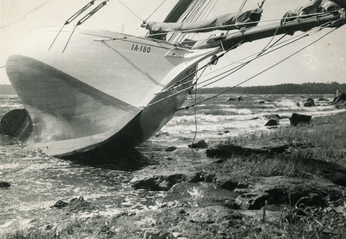 """Maine Sloop Boat """"Chance"""" Foundering in Union River Bay"""