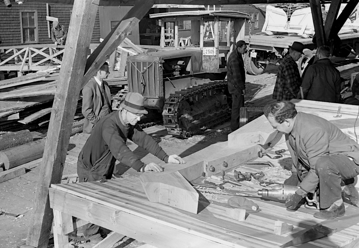 The Henry R. Hinckley Company - Henry Rose Hinckley II, Lennox Ledyard Bink Sargent and crew at the Manset Boat Yard March 12, 1943
