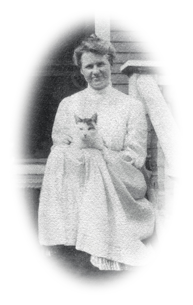 Mrs. Seth Sprague Thornton (Nell Rebecca (Carroll) Thornton) with Minnie.