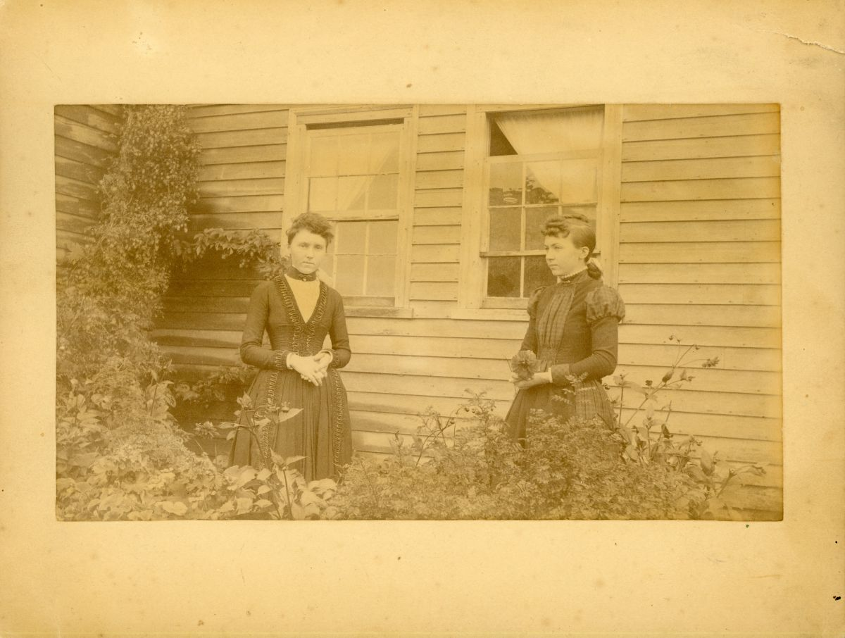 Carrie Frances (Dix) Phillips and Vienna Sophia (Dix) Lawler in front of John Dix House