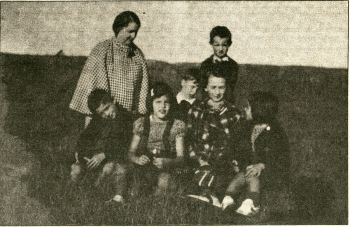 Elvira Higgins Cough with her Children