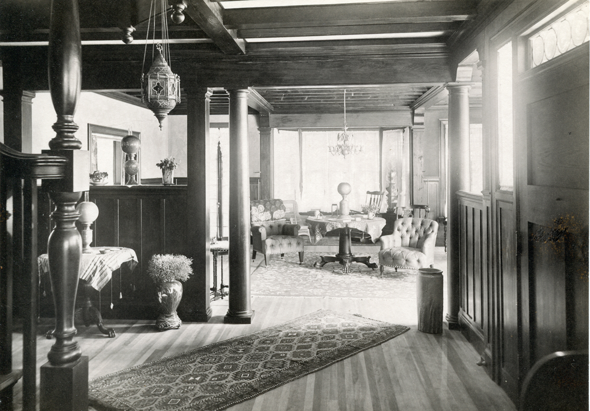 The Underwood Cottage - Squirrelhurst - Hall and Parlor from the Den
