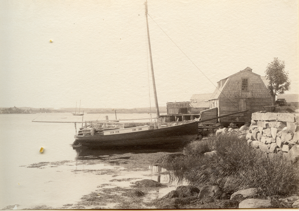 Old Sloop Yacht on Lobster Cove