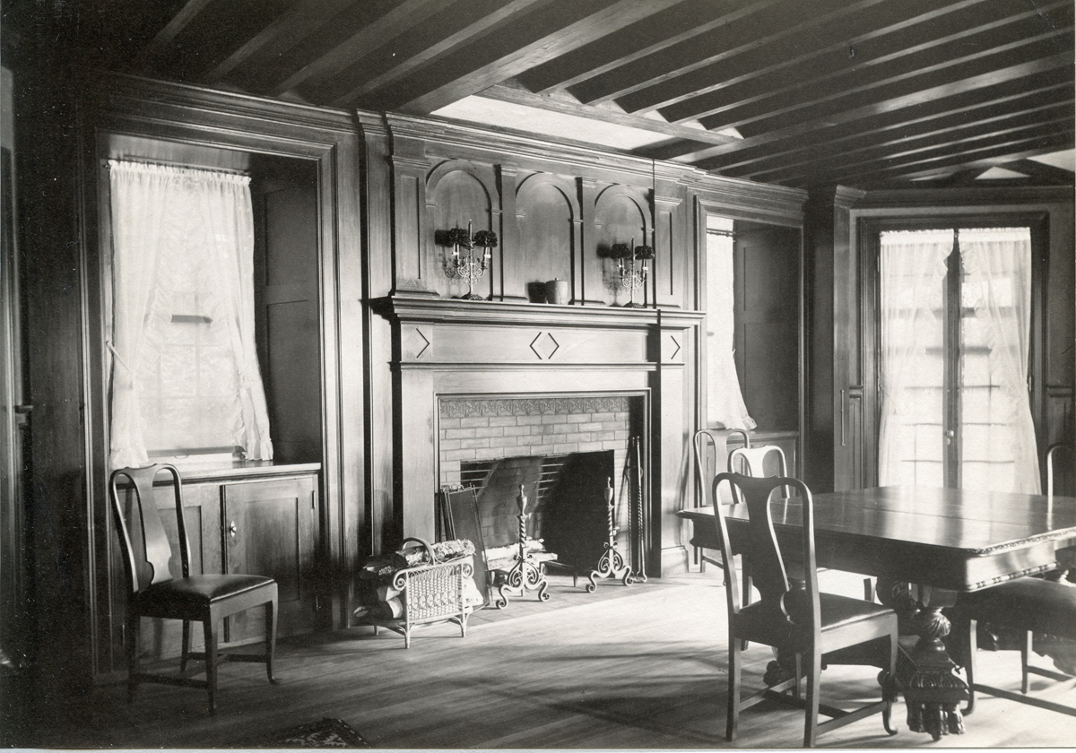 The Underwood Cottage - Squirrelhurst - Dining Room from the Hall