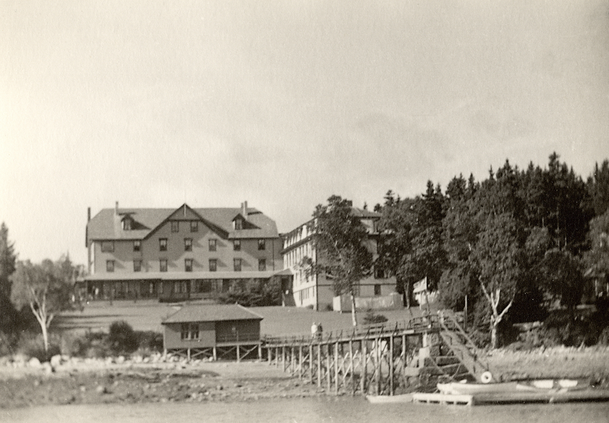 The Claremont Hotel with Pemetic Hotel, The Castle Addition, and Claremont Boat House - After 1911