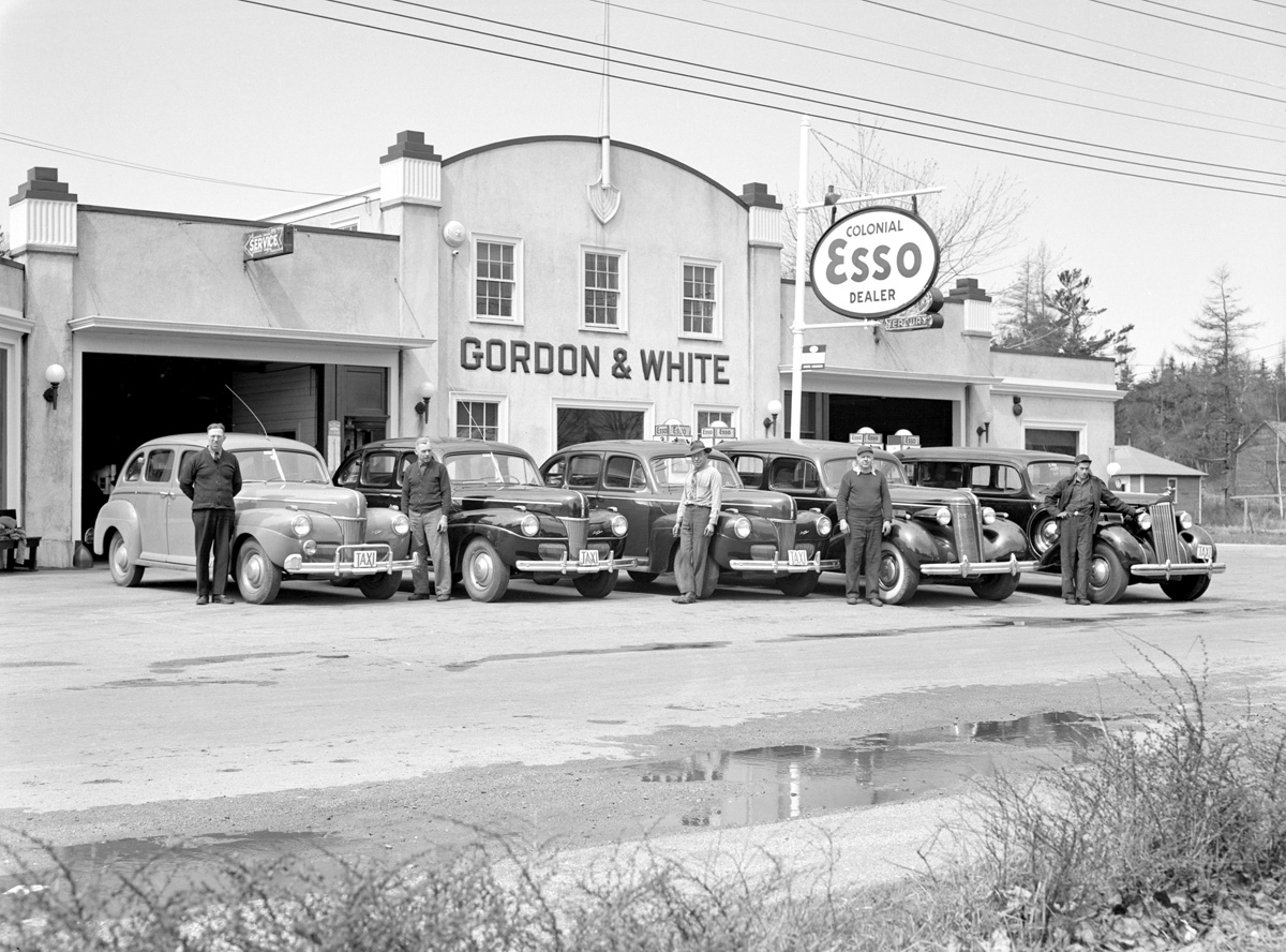 Gordon & White Garage with Five Taxis and their Drivers