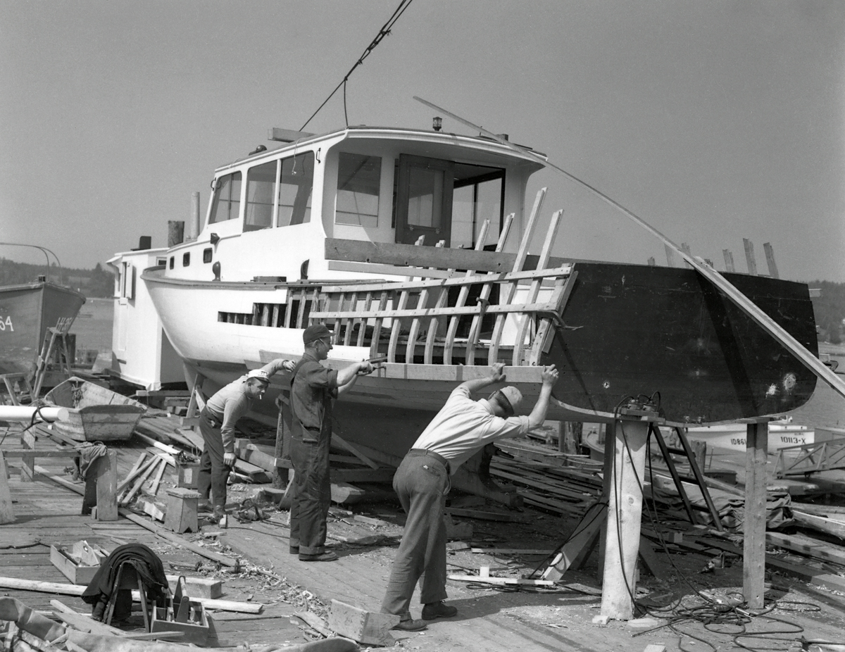 Robert Farnsworth Rich and Crew Lengthening a Boat at Southwest Harbor Boat Corporation