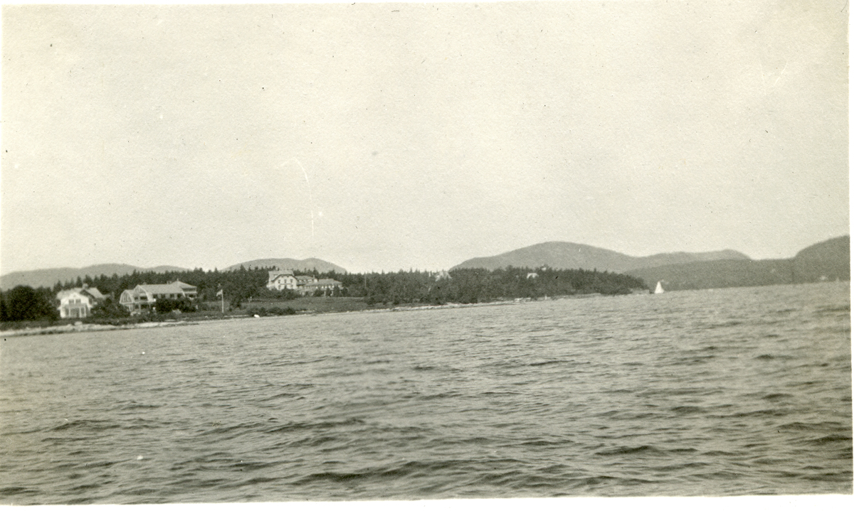 The Claremont House from the Sidewheel Steamer J.T. Morse
