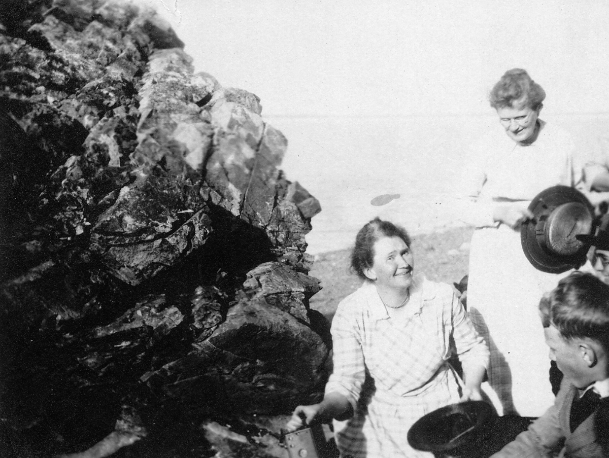Lucy Ella Lawler Whitmore with Daughter and Grandson