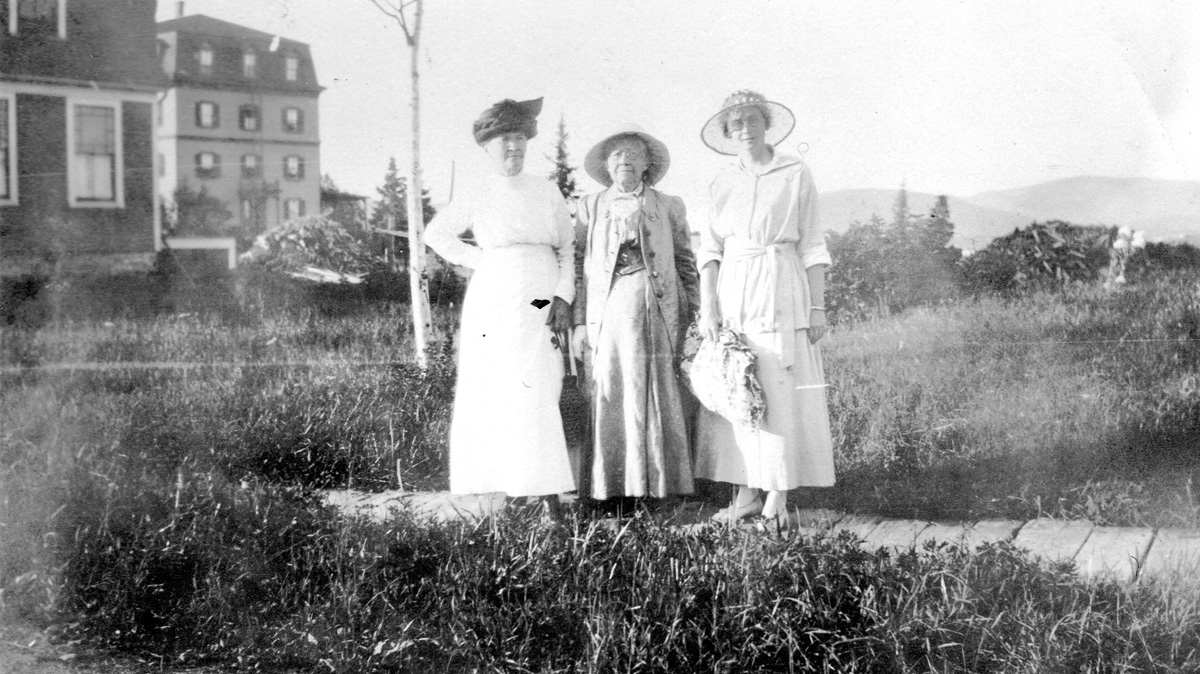 Lucy Ella Lawler Whitmore, with Mary Ann Carroll and Edna May Thompson Whitmore