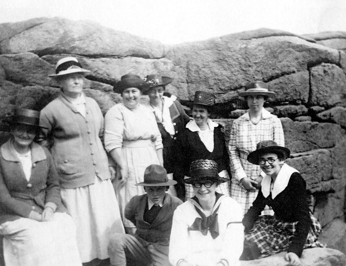 Lucy Ella (Lawler) Whitmore, Gladys Ella Whitmore and Family at Pulpit Rock.
