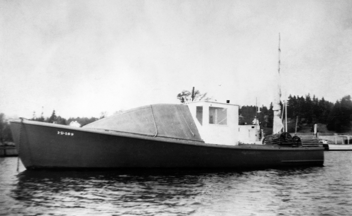 No-Name Lobster Boat Built for Harvard Riley Beal